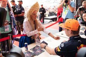 Max Verstappen, Red Bull Racing, meets a fan