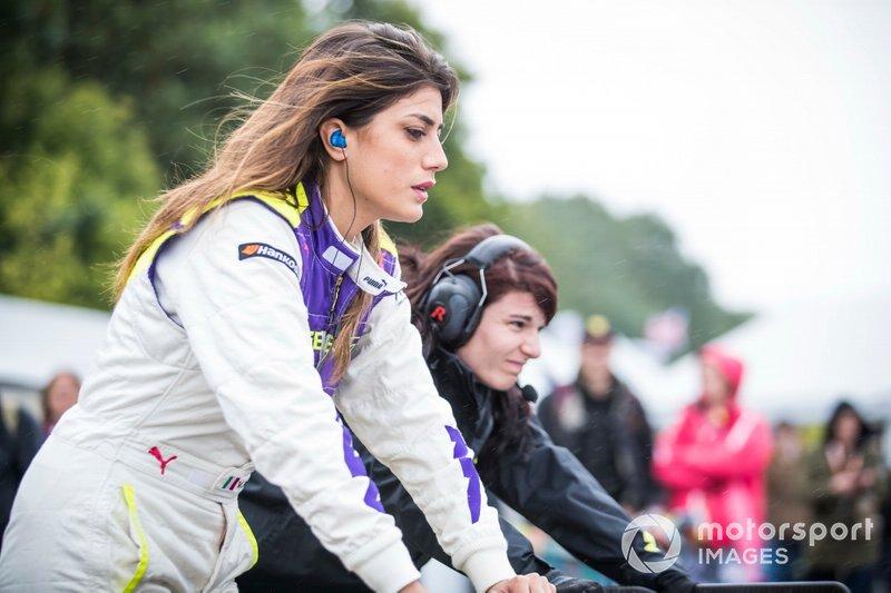Участница W Series Вики Пирия на этапе в «Брэндс-Хэтче»