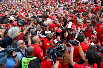 Charles Leclerc, Ferrari, Sebastian Vettel, Ferrari avec des fans