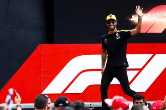 Daniel Ricciardo, Renault F1 Team on stage in the fan zone