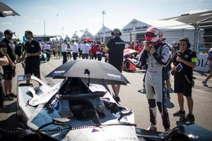 Sébastien Buemi, Nissan e.Dams gets ready on the grid