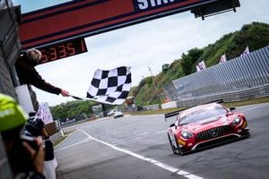 Ganador de la carrera #88 Akka ASP Team Mercedes-AMG GT3: Vincent Abril, Raffaele Marciello