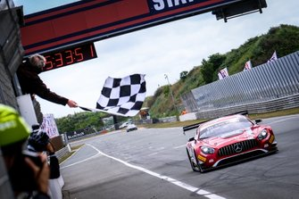 Race winner #88 Akka ASP Team Mercedes-AMG GT3: Vincent Abril, Raffaele Marciello