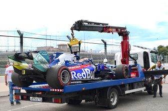 La voiture de Daniil Kvyat, Toro Rosso STR14, sur un camion