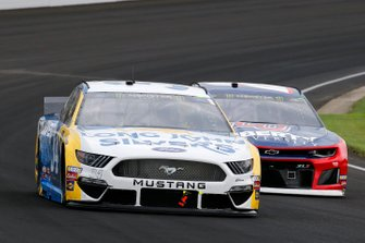 Michael McDowell, Front Row Motorsports, Ford Mustang Long John Silver's and William Byron, Hendrick Motorsports, Chevrolet Camaro Liberty University