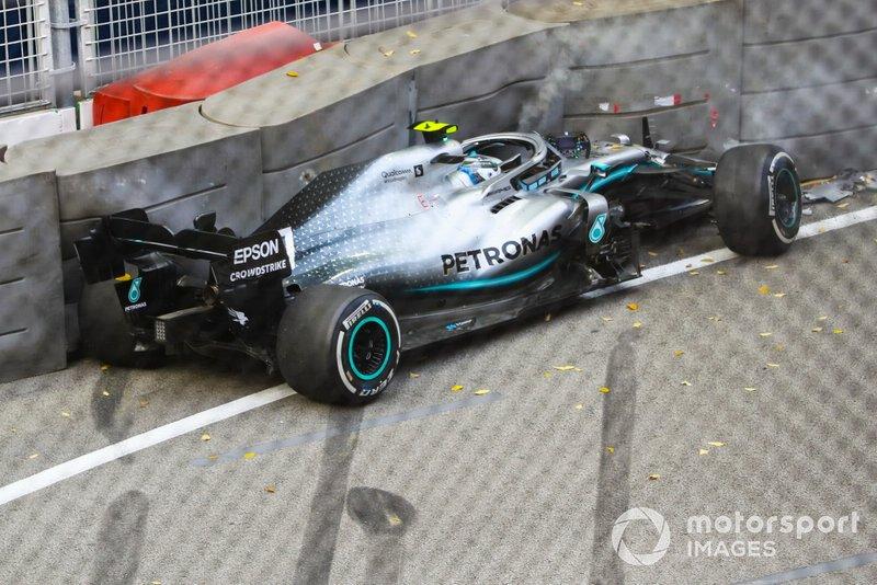 Valtteri Bottas, Mercedes AMG W10 se estrella contra la pared