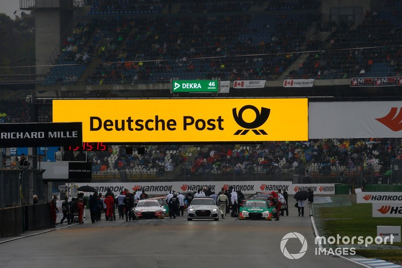 Red flag after the fire of Daniel Juncadella, R-Motorsport, Aston Martin Vantage AMR
