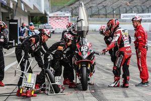 #12 , Yoshimura Suzuki Motul Racing: Sylvain Guintoli, Yukio Kagayama, Kazuki Watanabe