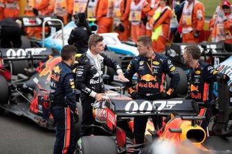 Max Verstappen, Red Bull Racing, op de startgrid met zijn monteurs