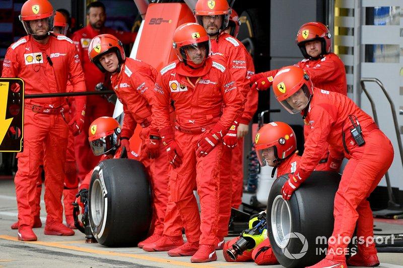Il team Ferrari pronto per uno stop