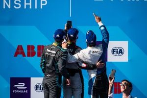 Race winner Sébastien Buemi, Nissan e.Dams takes a podium selfie with Mitch Evans, Panasonic Jaguar Racing, 2nd position, Antonio Felix da Costa, BMW I Andretti Motorsports, 3rd position