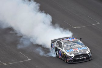 Race Winner Kevin Harvick, Stewart-Haas Racing, Ford Mustang Mobil 1