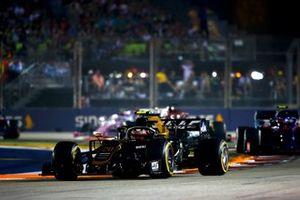 Kevin Magnussen, Haas F1 Team VF-19, precede Pierre Gasly, Toro Rosso STR14