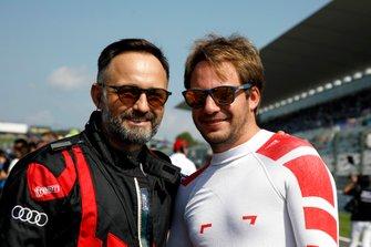 #25 Audi Sport Team WRT Audi R8 LMS GT3 Evo: Frédéric Vervisch with a team member