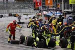 Simon Pagenaud, Team Penske Chevrolet, fait un arrêt