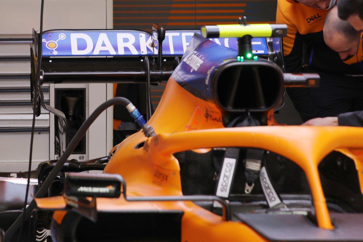 Detalle del alerón trasero del McLaren MCL35M