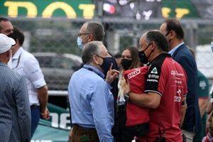 Jean Todt, Président, FIA, et Frederic Vasseur, Team Principal, Alfa Romeo Racing, sur la grille
