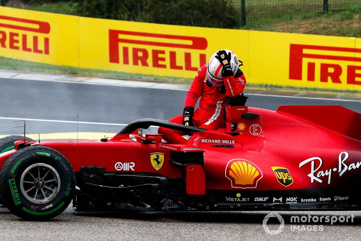 Charles Leclerc, Ferrari SF21 se lamenta tras quedar fuera de la carrera