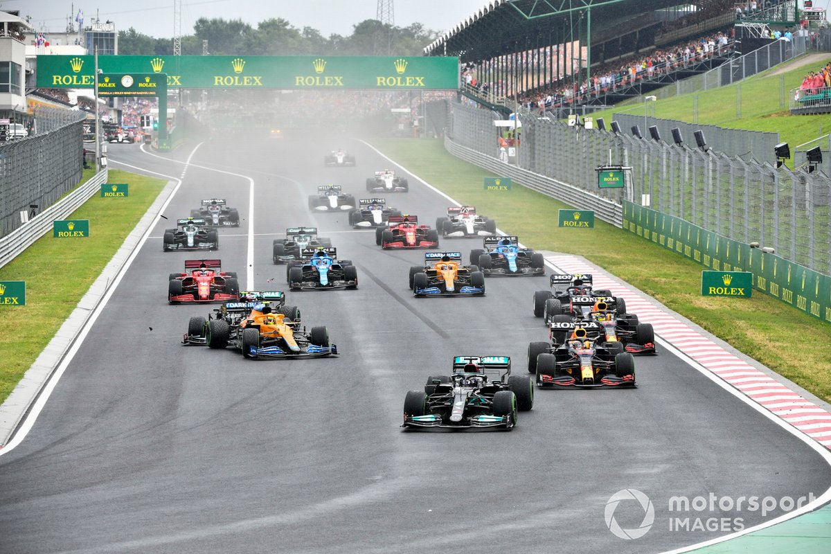 Lewis Hamilton, Mercedes W12 Max Verstappen, Red Bull Racing RB16B, Lando Norris, McLaren MCL35M y Valtteri Bottas, Mercedes W12