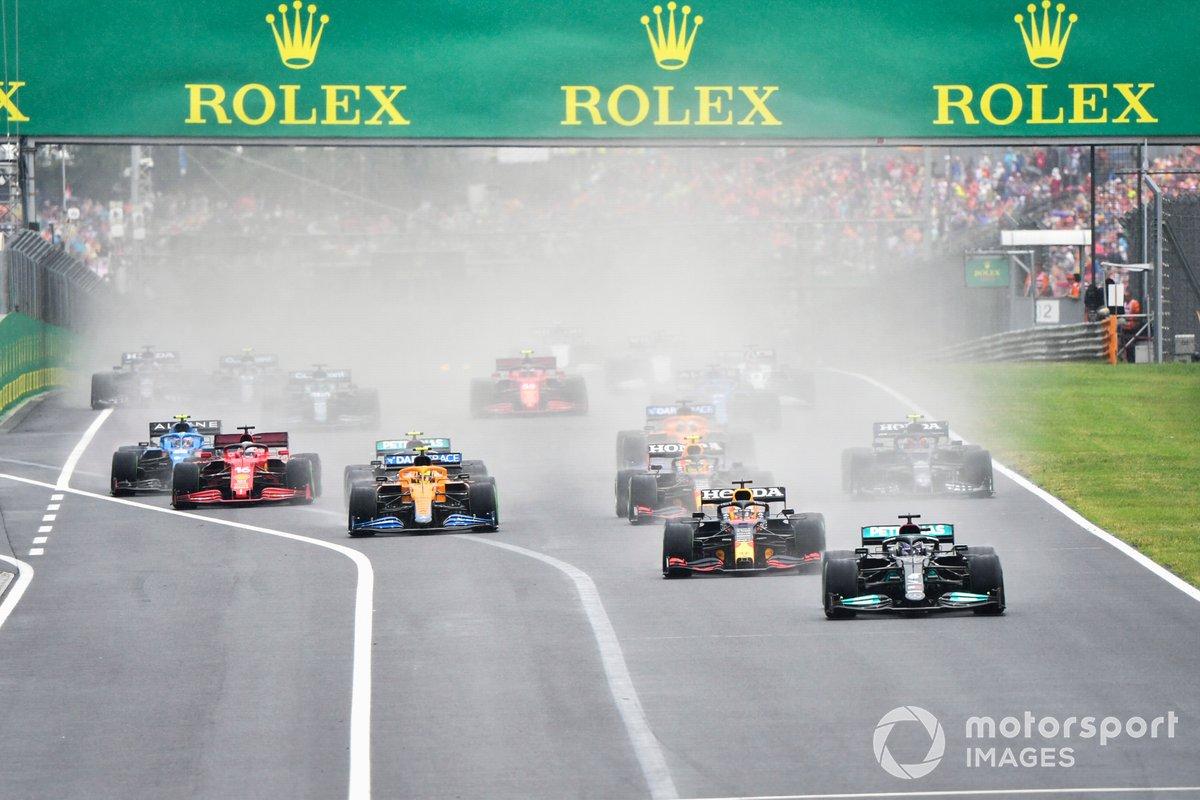 Arrancada Lewis Hamilton, Mercedes W12, Max Verstappen, Red Bull Racing RB16B, Sergio Pérez, Red Bull Racing RB16B, Lando Norris, McLaren MCL35M, Valtteri Bottas, Mercedes W12, Charles Leclerc, Ferrari SF21