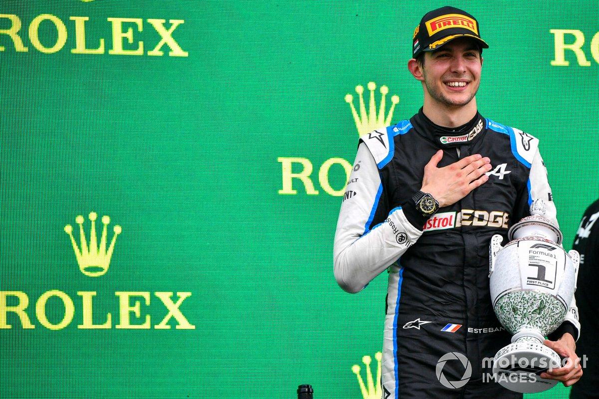 Esteban Ocon, Alpine F1, primo classificato, con il trofeo