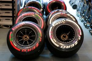 Pirelli-banden in de garage