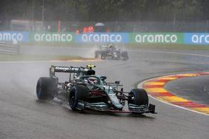 Sebastian Vettel, Aston Martin AMR21, Pierre Gasly, AlphaTauri AT02