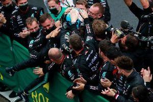 Valtteri Bottas, Mercedes, 1st position, celebrates with his team in Parc Ferme