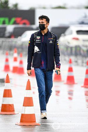 Alex Albon, pilote de réserve, Red Bull Racing arrive au circuit