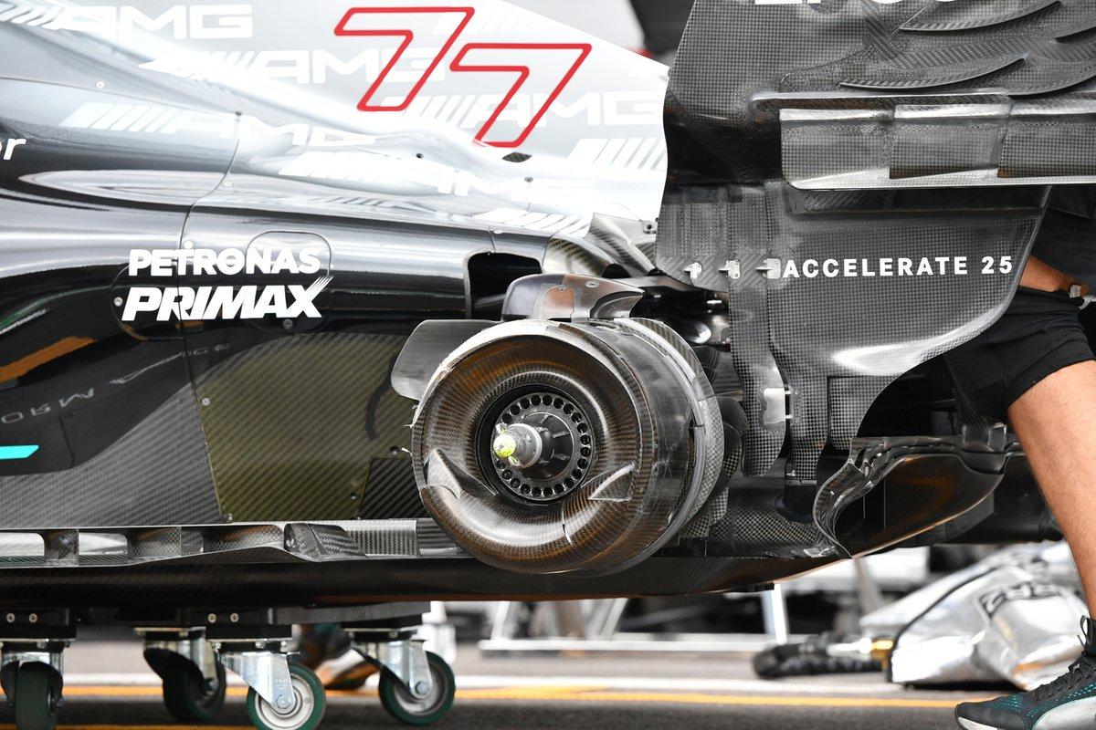 Mercedes W12: Hinterrad-Bremse