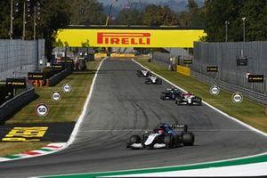 George Russell, Williams FW43B, Robert Kubica, Alfa Romeo Racing C41, en Valtteri Bottas, Mercedes W12.