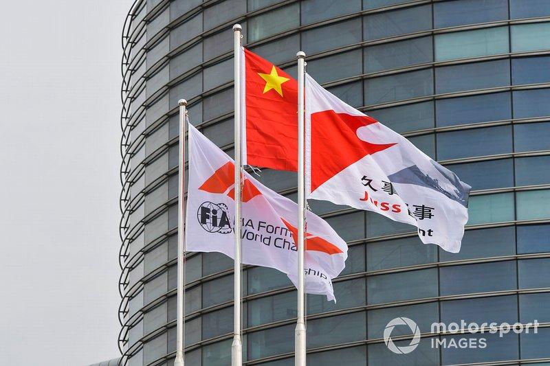 Bandiera FIA e bandiera cinese