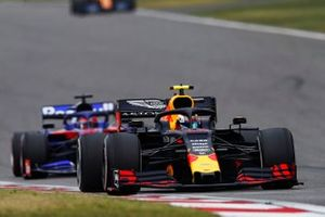 Pierre Gasly, Red Bull Racing RB15, leads Daniil Kvyat, Toro Rosso STR14