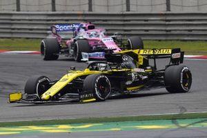 Daniel Ricciardo, Renault F1 Team R.S.19, devant Sergio Perez, Racing Point RP19