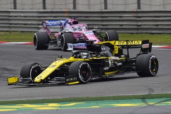 Daniel Ricciardo, Renault F1 Team R.S.19, leads Sergio Perez, Racing Point RP19