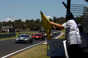 #62 R-Motorsport Aston Martin Vantage GT3: Jake Dennis, Matthieu Vaxiviere, Marvin Kirchhöfer leads under yellow