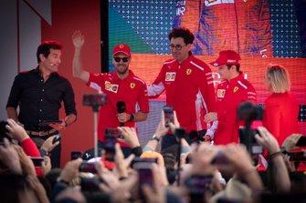 Mark Webber, Mattia Binotto, director de Ferrari, Sebastian Vettel, Ferrari, Charles Leclerc, Ferrari