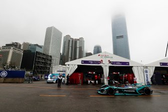 Mitch Evans, Panasonic Jaguar Racing, Jaguar I-Type 3 in de pits