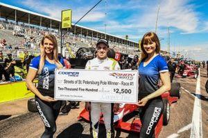 Ganador de la pole en la carrera 1, Zachary Claman