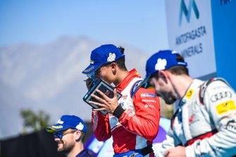 Pascal Wehrlein, Mahindra Racing, 2° classificato, festeggia sul podio