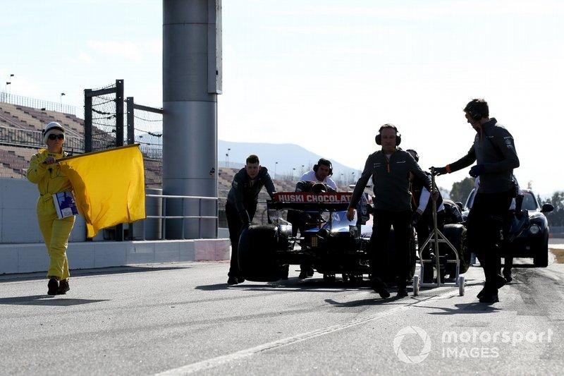 Carlos Sainz Jr., McLaren MCL34 se frena en pit lane