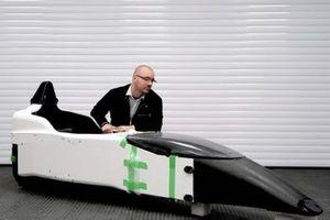 童夢F110とERAのテクニカル&ビジネスディレクターであるディーター・ヴァンスヴィーゲンホーヘン