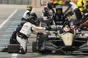 James Hinchcliffe, Arrow Schmidt Peterson Motorsports Honda, pit stop