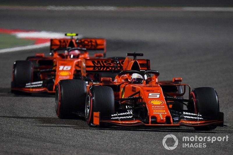 """No Bahrein, Leclerc """"desobedeceu"""" a ordem da Ferrari em se manter atrás de Vettel por duas voltas, coisa que ele não fez, manobrando no giro seguinte."""