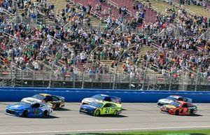 Alex Bowman, Hendrick Motorsports, Chevrolet Camaro Nationwide Pet Insurance and Paul Menard, Wood Brothers Racing, Ford Mustang Menards / MOEN