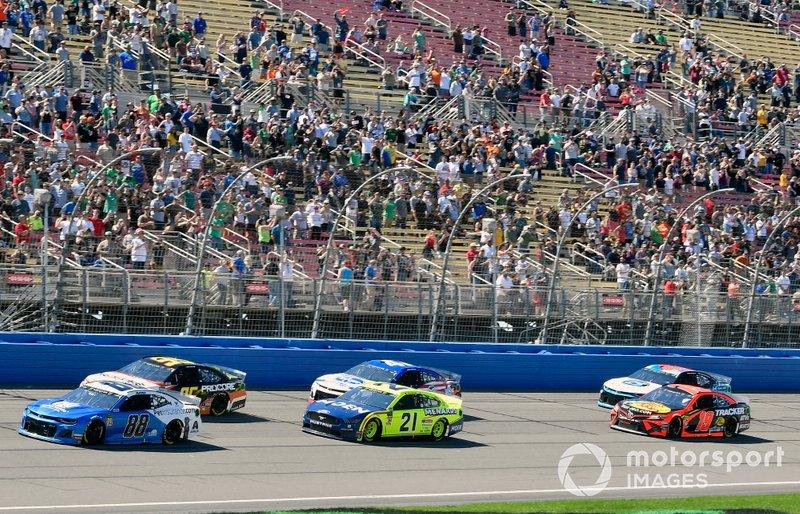 Alex Bowman, Hendrick Motorsports, Chevrolet Camaro Nationwide Pet Insurance, Paul Menard, Wood Brothers Racing, Ford Mustang Menards / MOEN