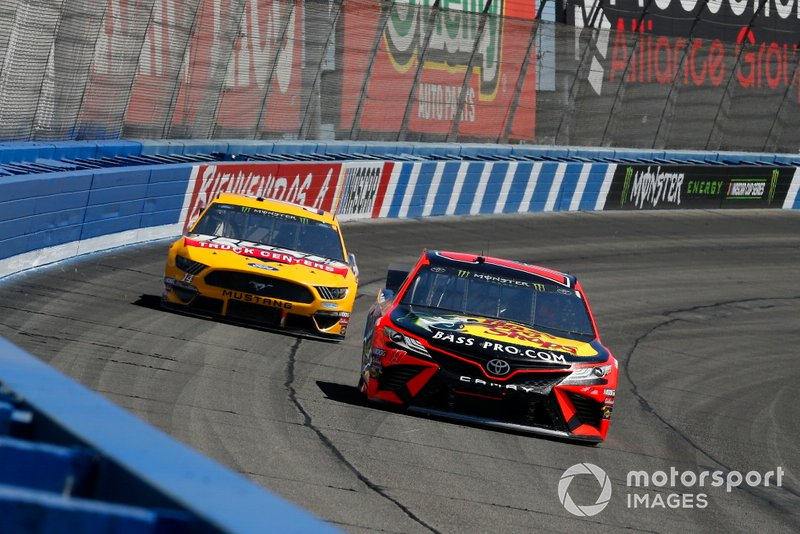 Martin Truex Jr., Joe Gibbs Racing, Toyota Camry Bass Pro Shops and Clint Bowyer, Stewart-Haas Racing, Ford Mustang Rush Truck Centers/Haas Automation