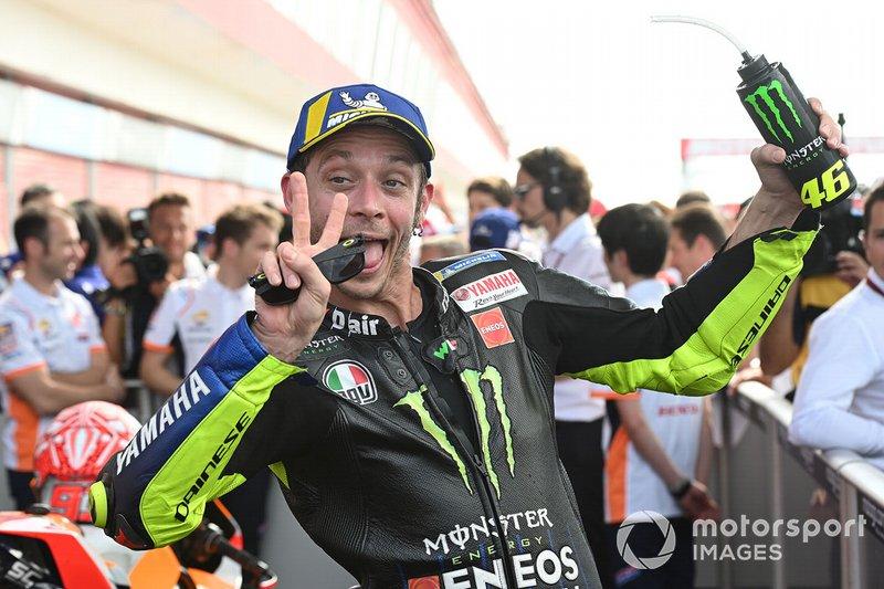 Segundo lugar Valentino Rossi, Yamaha Factory Racing celebra en parc ferme