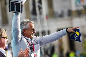 Gerd Mäuser, président, Panasonic Jaguar Racing, sur le podium
