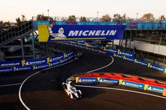 Jose Maria Lopez, GEOX Dragon Racing, Penske EV-3 leads Gary Paffett, HWA Racelab, VFE-05